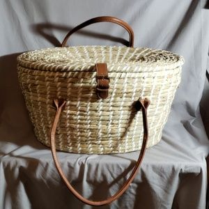 Seagrass picnic basket with 2 place settings